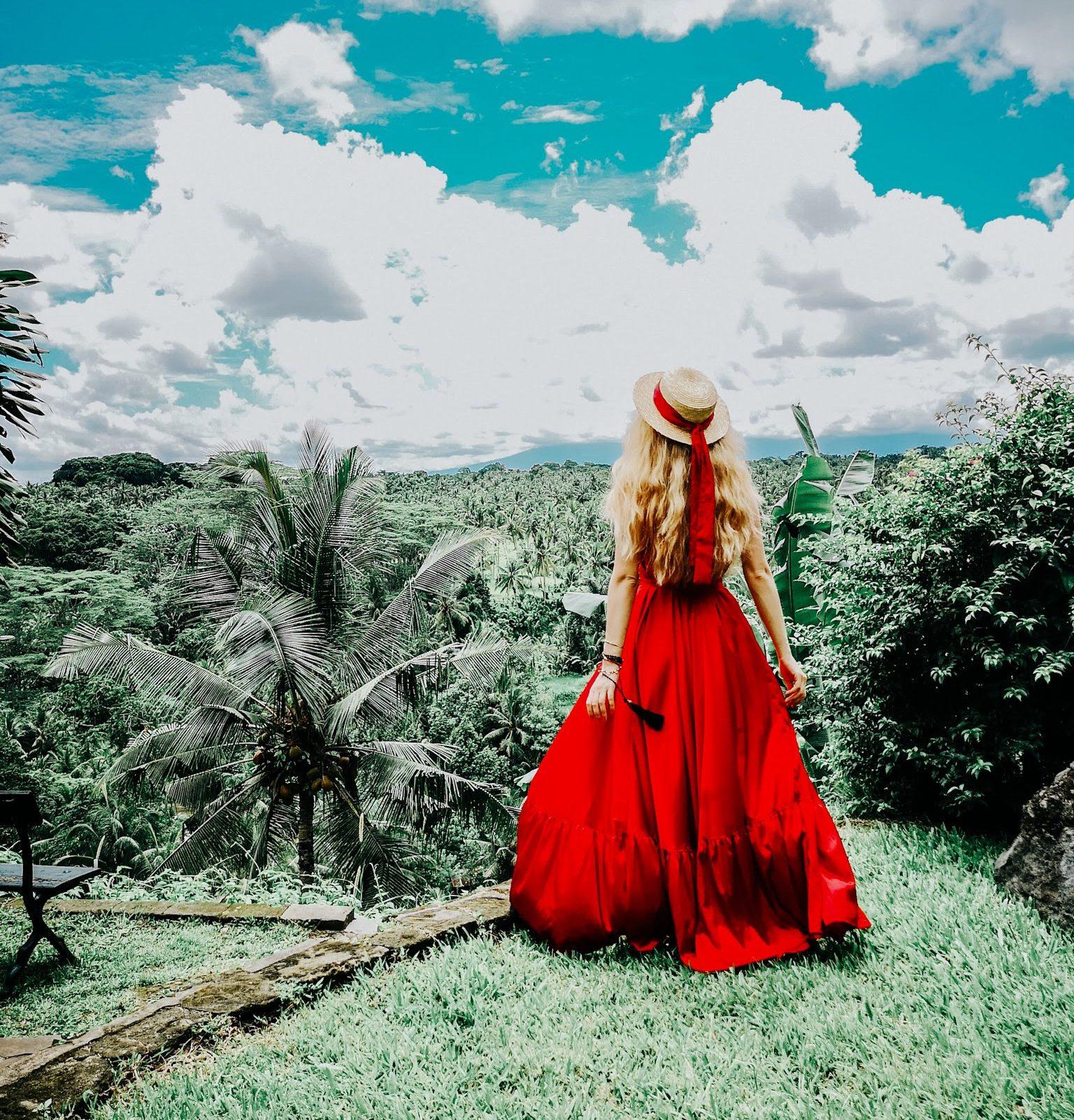 ruxandra babici red dress. social media marketing. digital marketing. instagram expert